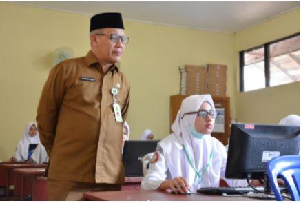Ka. Kanwil Kemenag Kalsel H Noor Fahmi Bersama Kabid Pendidikan Madrasah
